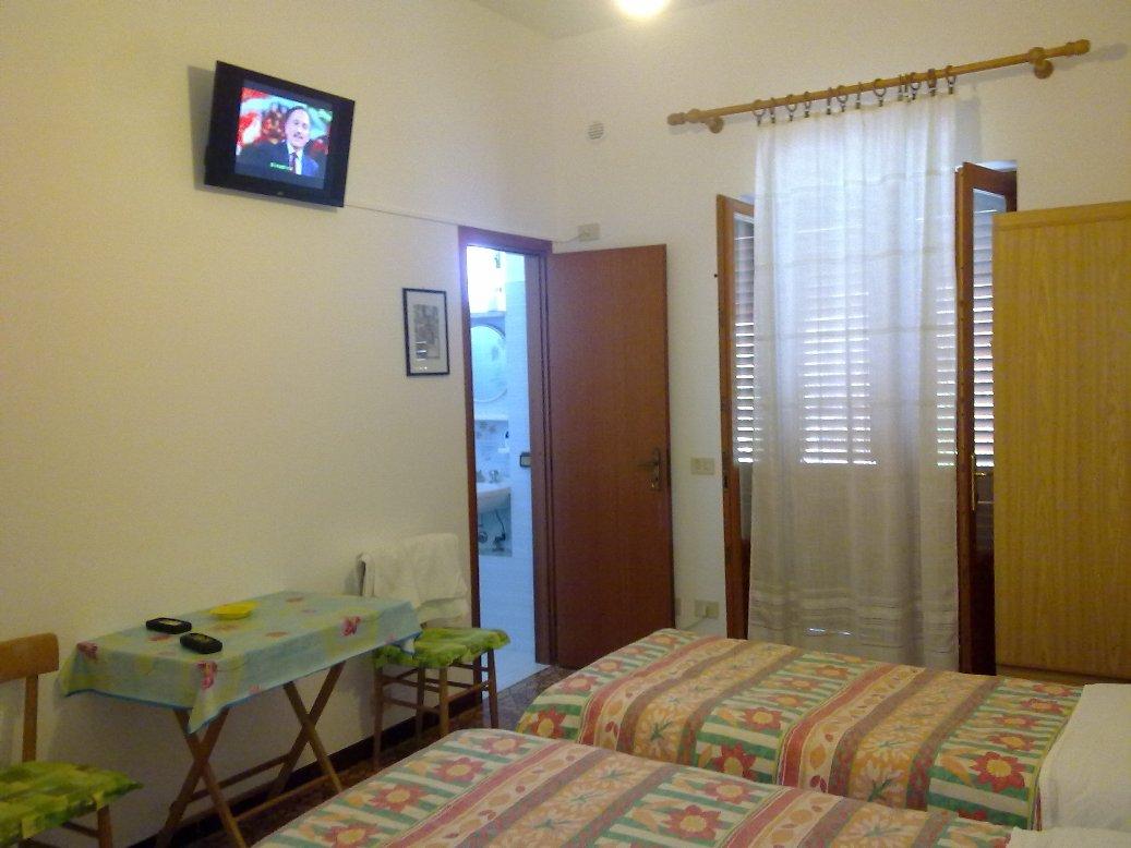 prezzi affittacamere villa rosa lipari isole eolie. Black Bedroom Furniture Sets. Home Design Ideas